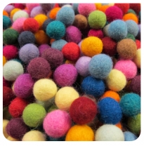 PAPOOSE - craft felt pompoms 1.5cm